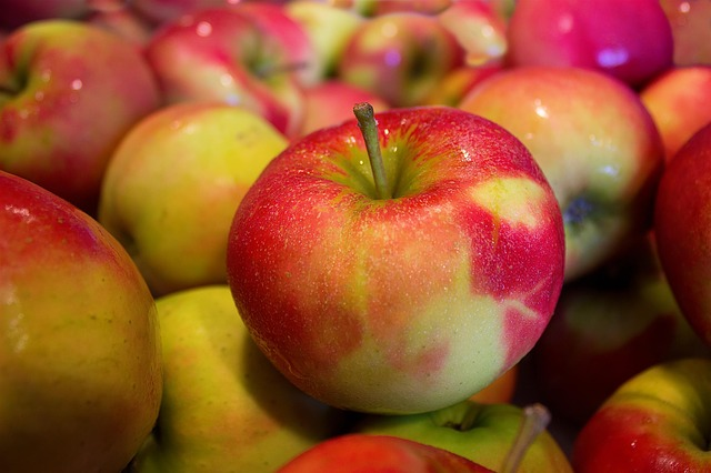domácí jablka