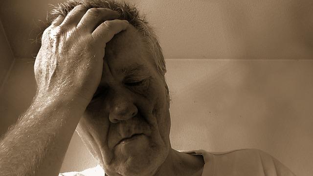 starý muž s depresí