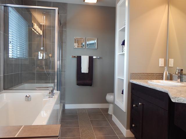elegantní prosttorná koupelna
