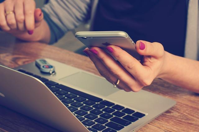 mobil apple v ruce