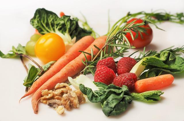 maliny, zelenina a ořechy