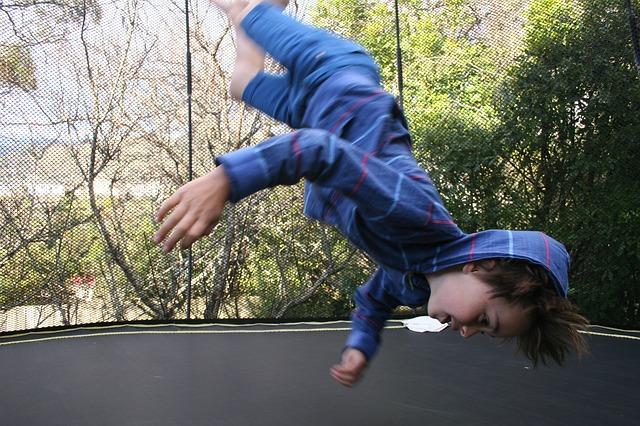 Dítě při skoku.jpg