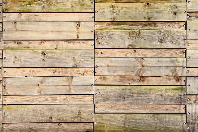 dřevěná prkna, šrouby