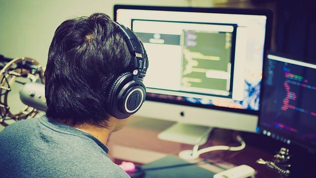 člověk před počítačem.jpg