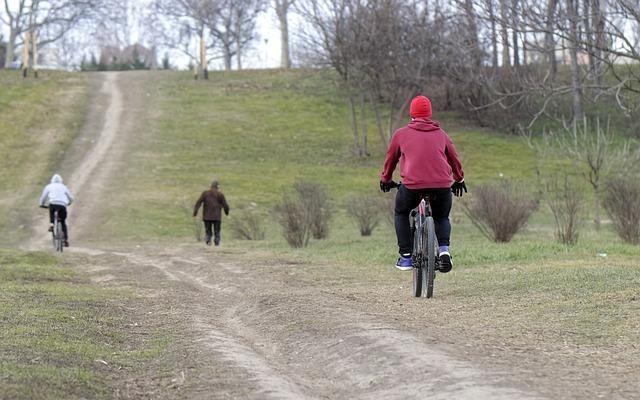na kole v parku